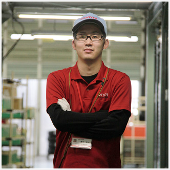 2012 年入社 商品供給部 商品管理グループ・物流商管スタッフ 藤矢 涼士 RYOJI FUJIYA